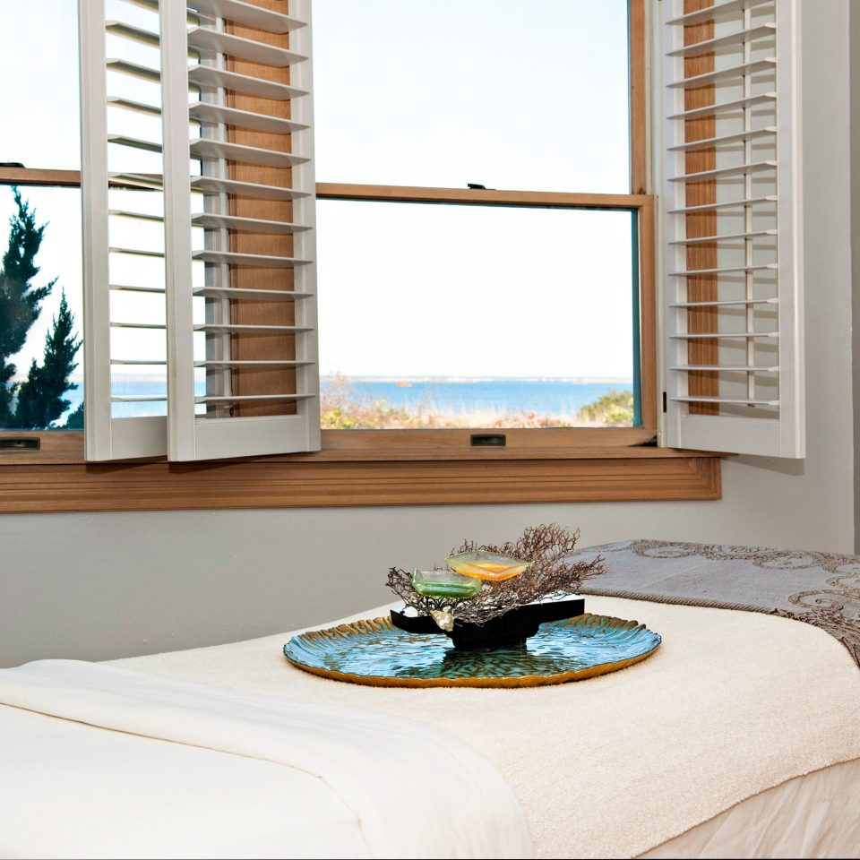Beachfront Resort Spa Waterfront Wellness property home living room Bedroom cottage Suite