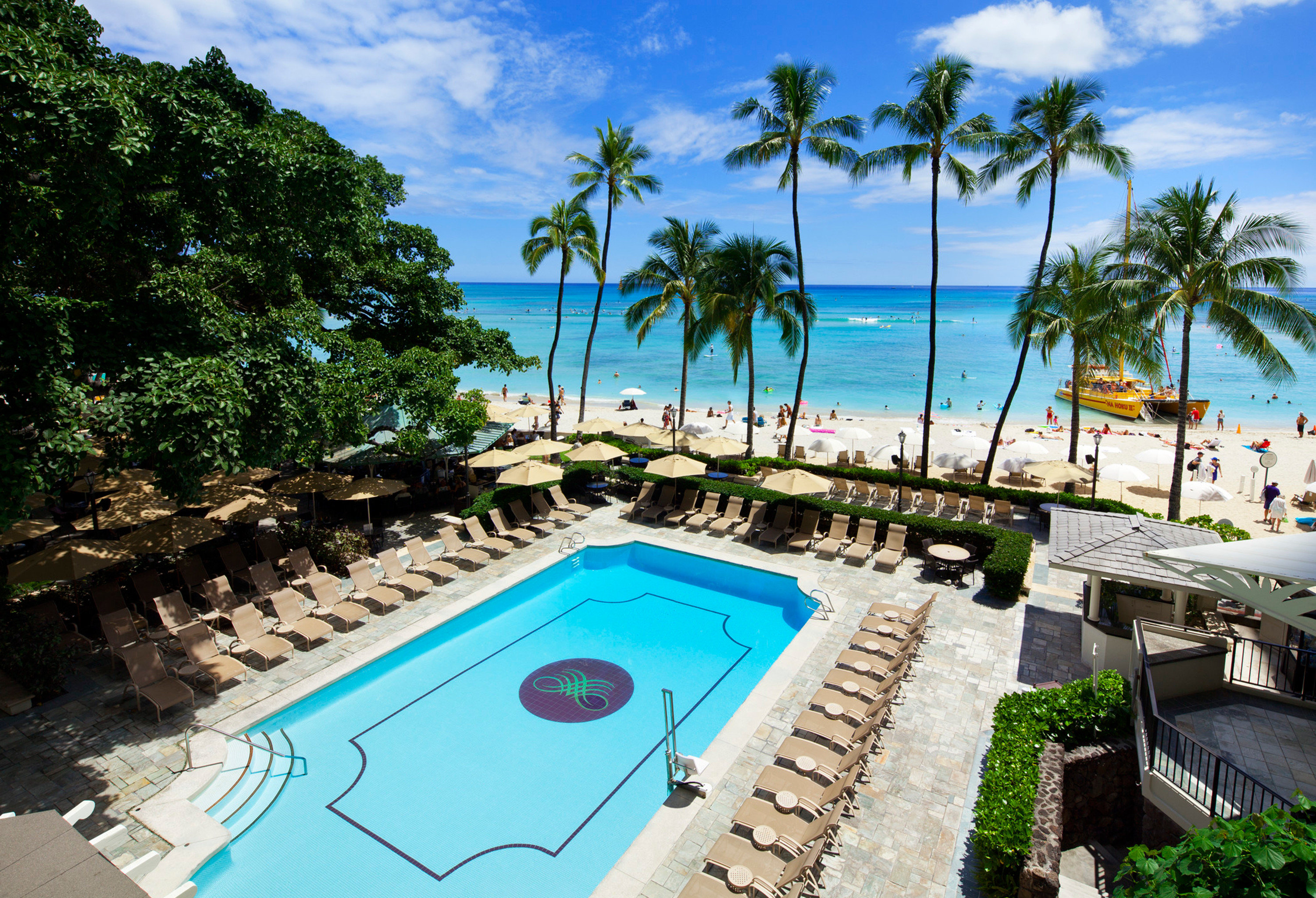 Beachfront Boutique Hotels Hawaii Honolulu Hotels Play Pool Resort Scenic views Trip Ideas tree swimming pool leisure property caribbean Villa palm resort town Lagoon mansion plant shore