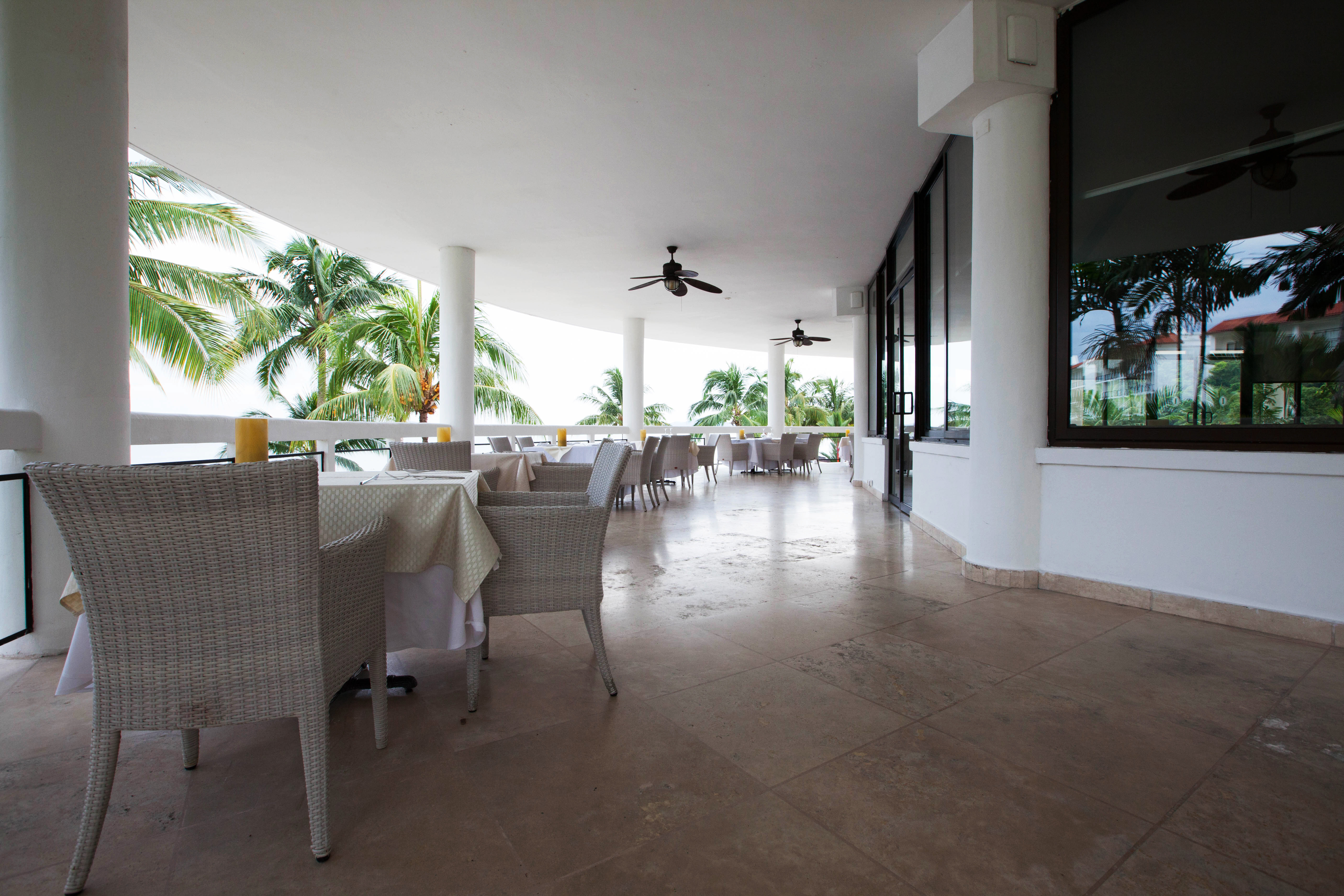 Beachfront Classic Dining Drink Eat Family Resort property building condominium home Lobby flooring living room Villa