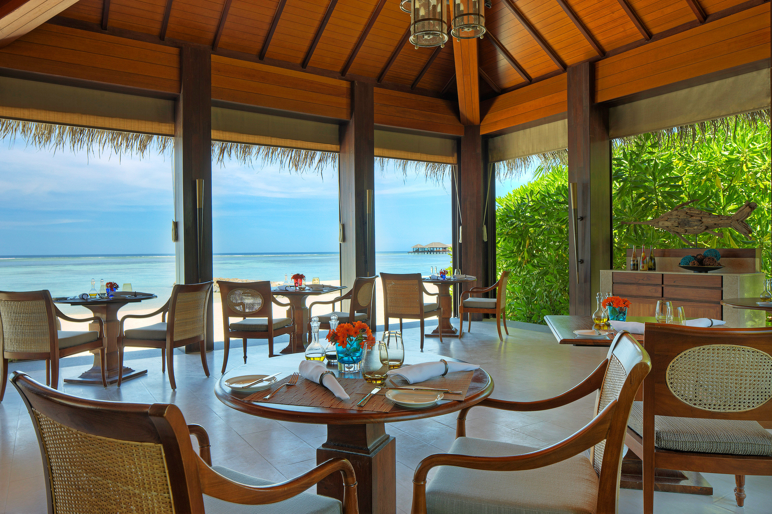 Beachfront Drink Eat Luxury Romantic Tropical chair Dining property Resort Villa cottage home restaurant hacienda eco hotel set overlooking Deck dining table