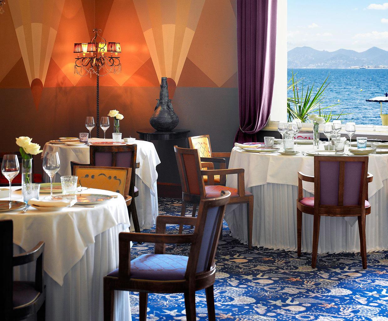 Beachfront Dining Drink Eat restaurant function hall Resort Suite