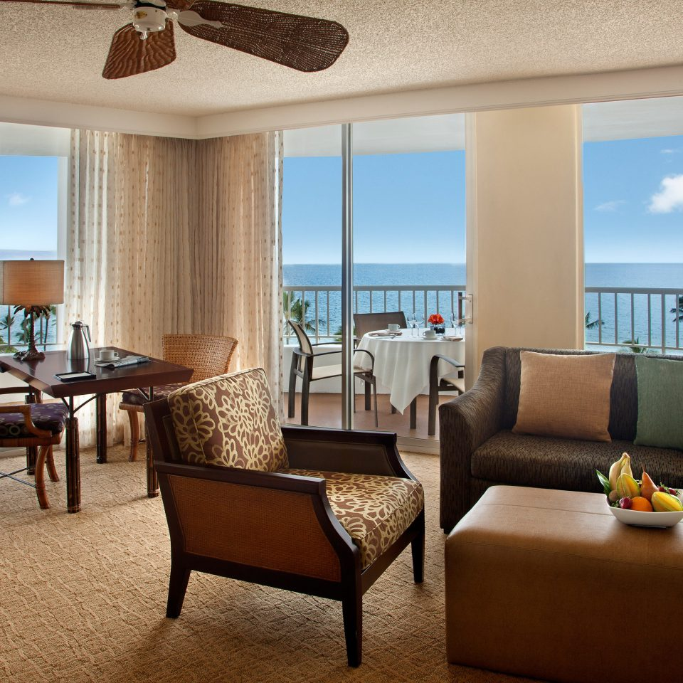 Beachfront Dining Drink Eat Family Resort property chair condominium Villa living room Suite home nice overlooking