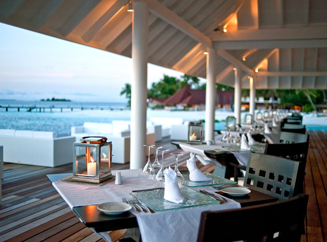 Beachfront Dining Drink Eat Resort restaurant dining table