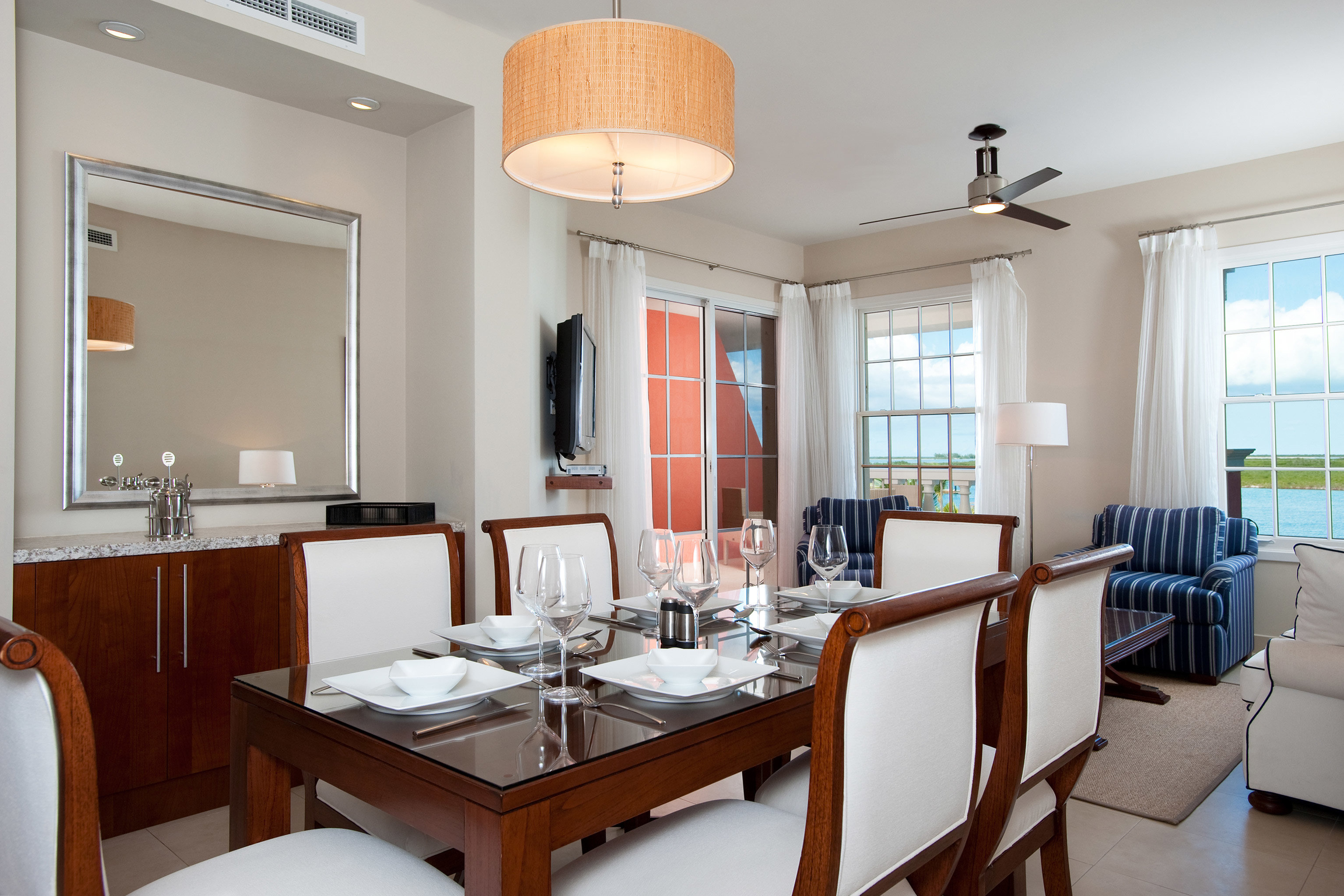 Beachfront Dining Drink Eat Family Resort property home condominium living room Suite