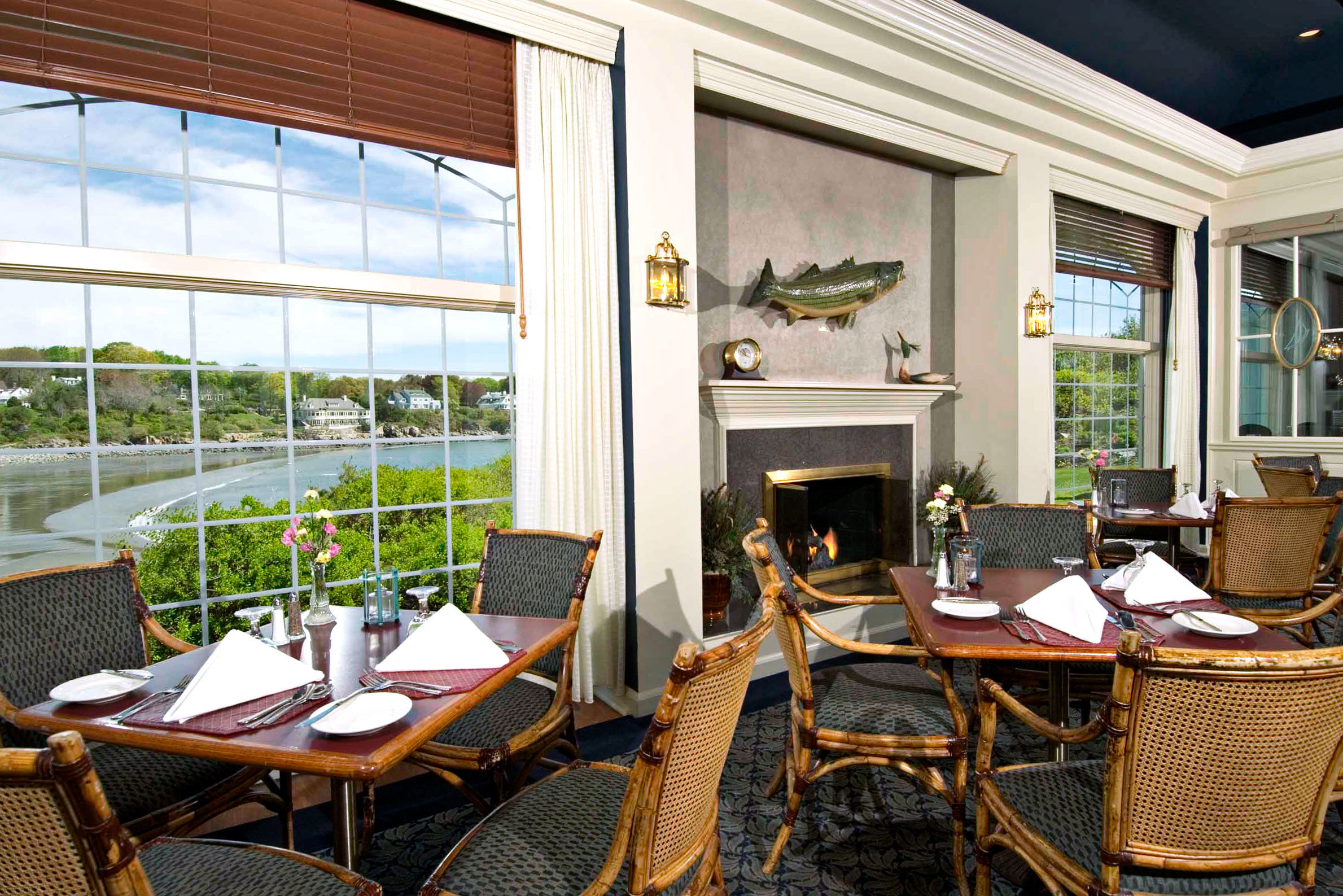 Beachfront Dining Eat Inn Ocean Scenic views Waterfront chair property home porch cottage living room Villa Suite Resort outdoor structure restaurant
