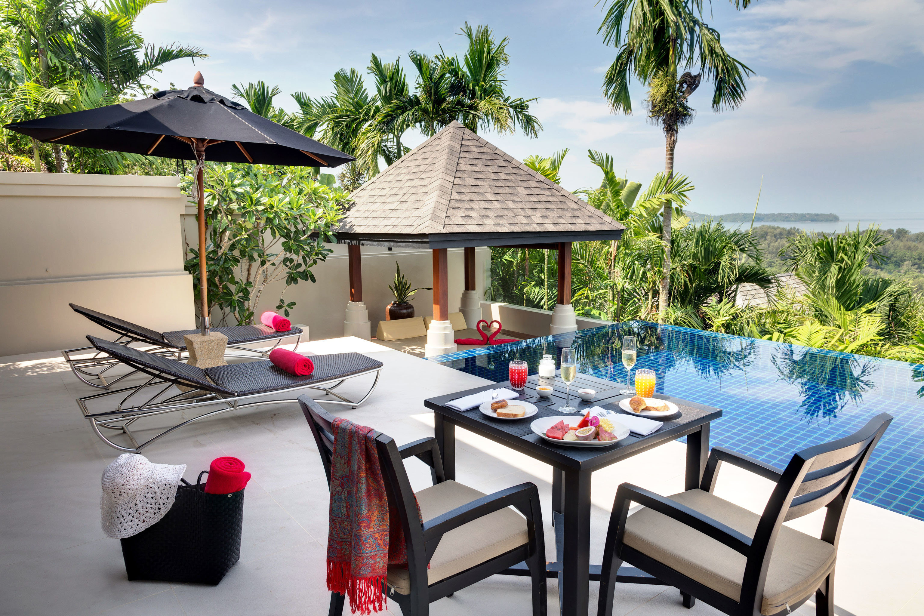 Beachfront Dining Luxury Modern Pool tree chair property home Villa cottage Resort backyard outdoor structure