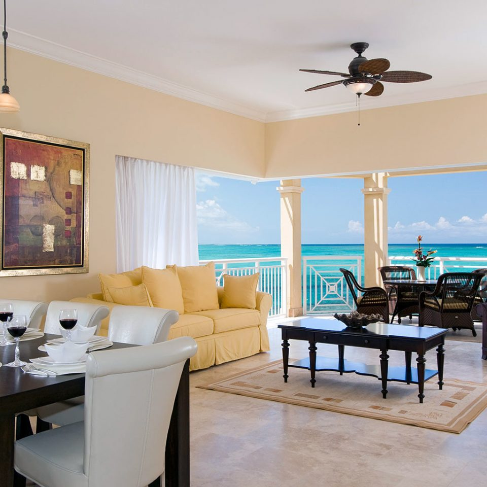 Beachfront Drink Eat Grounds Kitchen Resort property living room home condominium Suite Villa cottage