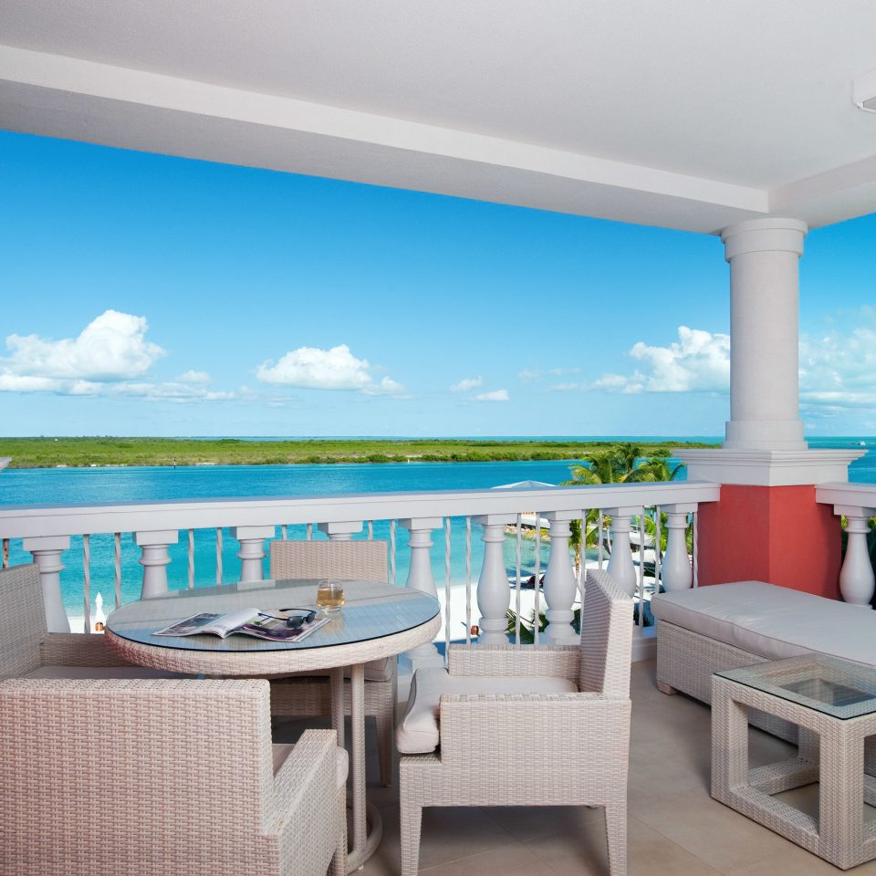 Beachfront Drink Eat Grounds Resort property chair swimming pool Suite Villa home condominium caribbean