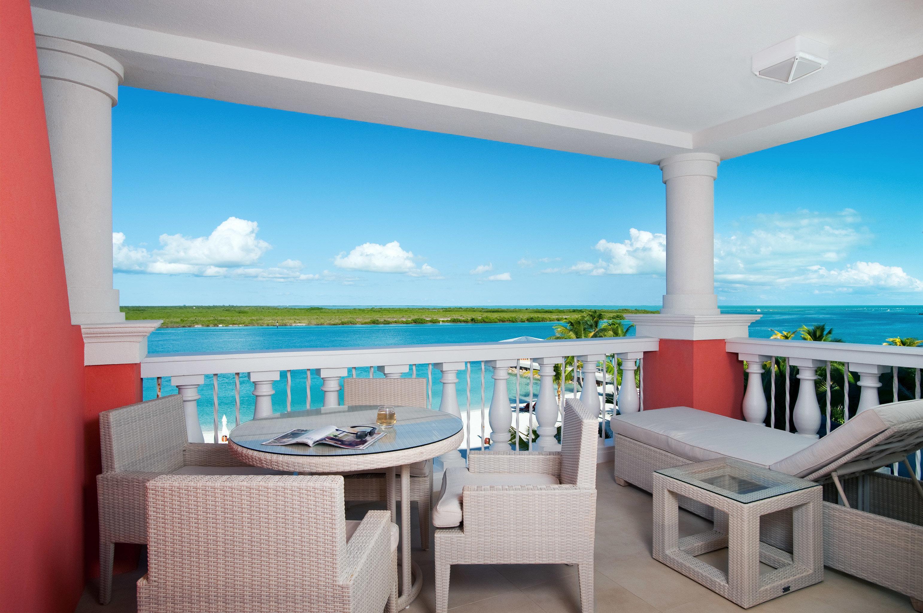 Beachfront Drink Eat Grounds Resort property chair swimming pool Suite Villa home condominium caribbean