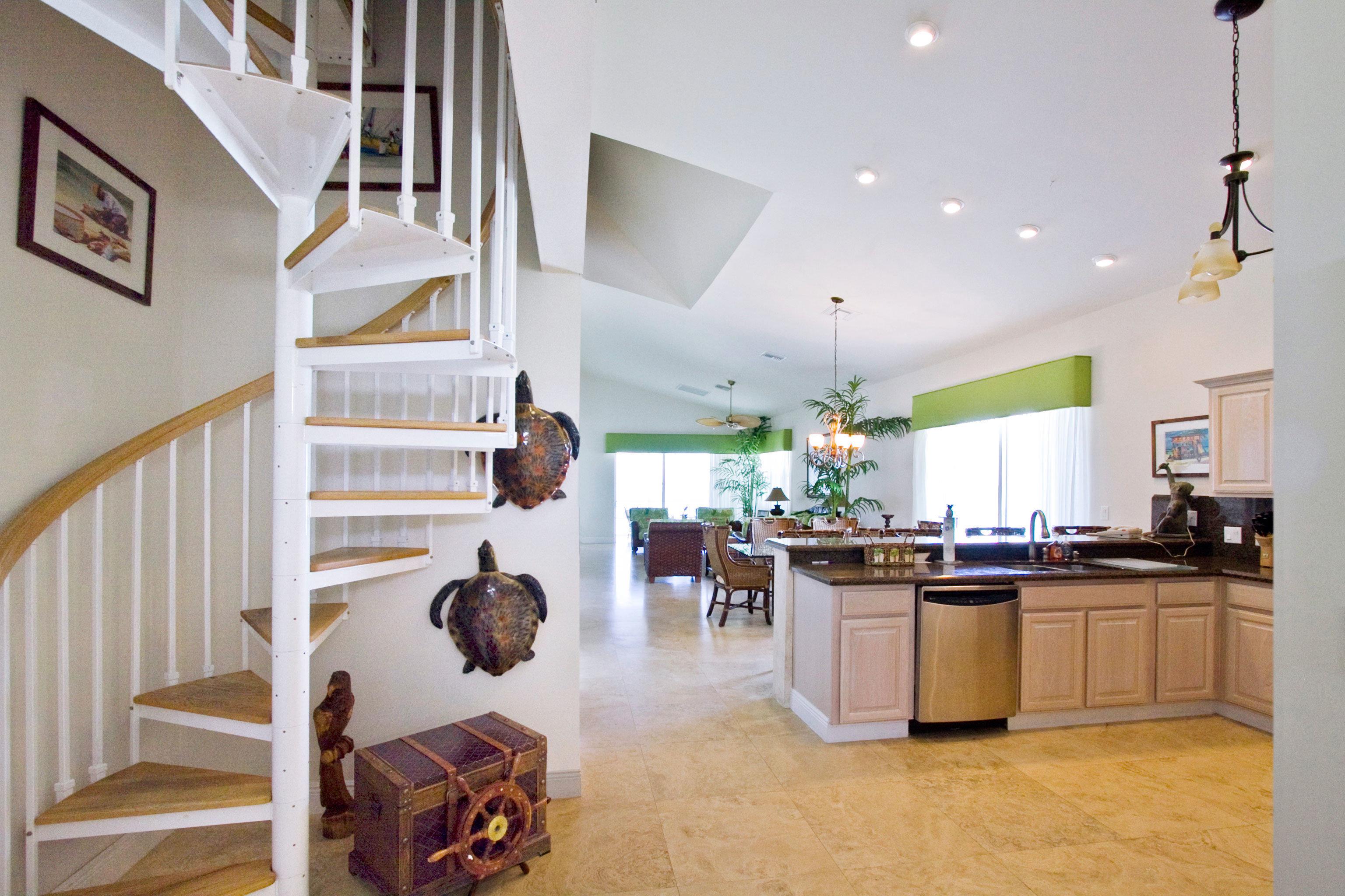 Beachfront Drink Eat Kitchen Resort property home hardwood living room condominium loft