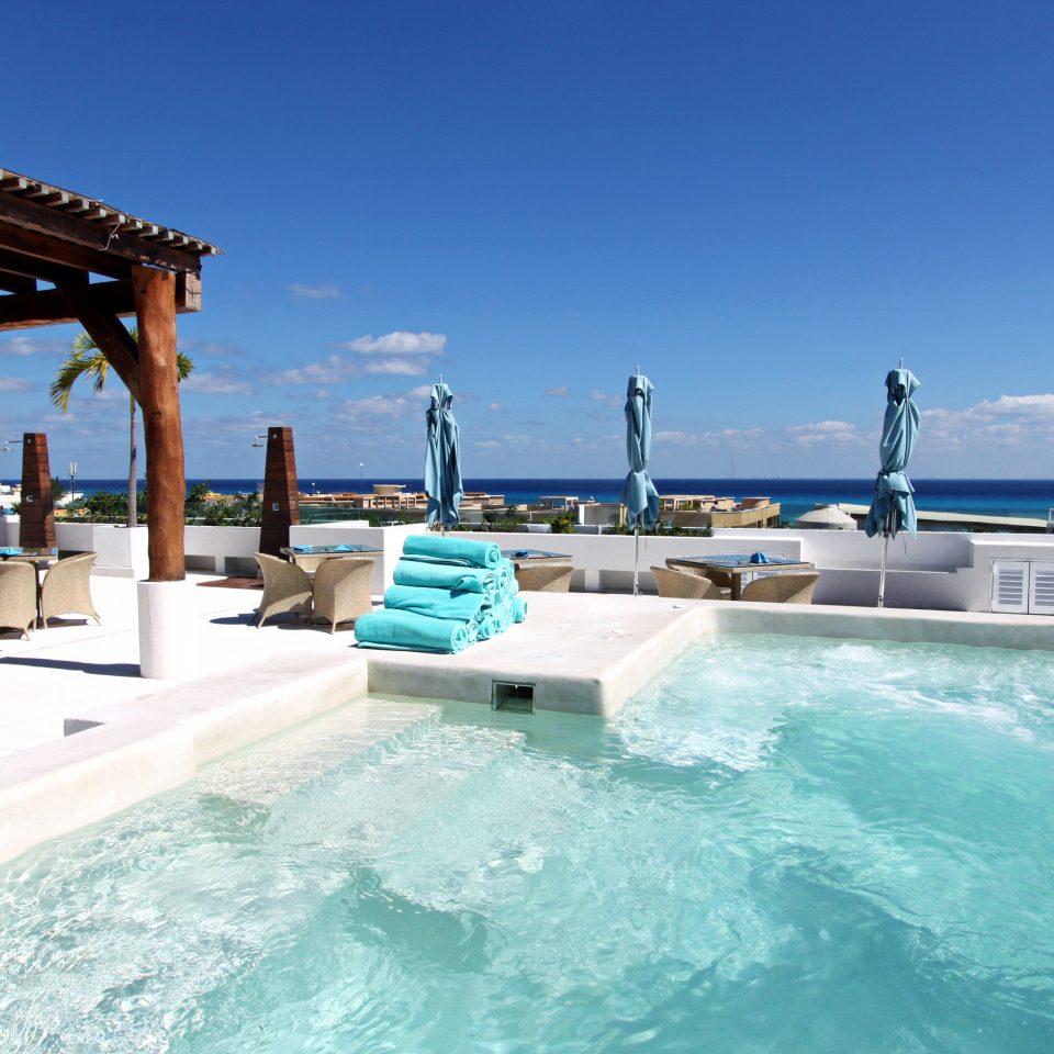 Beachfront Elegant Hip Lounge Luxury Modern Pool sky water swimming pool leisure Resort Sea swimming day