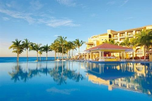 Beachfront Exterior Lounge Luxury Pool sky water Resort property leisure swimming pool resort town marina Lagoon caribbean condominium shore