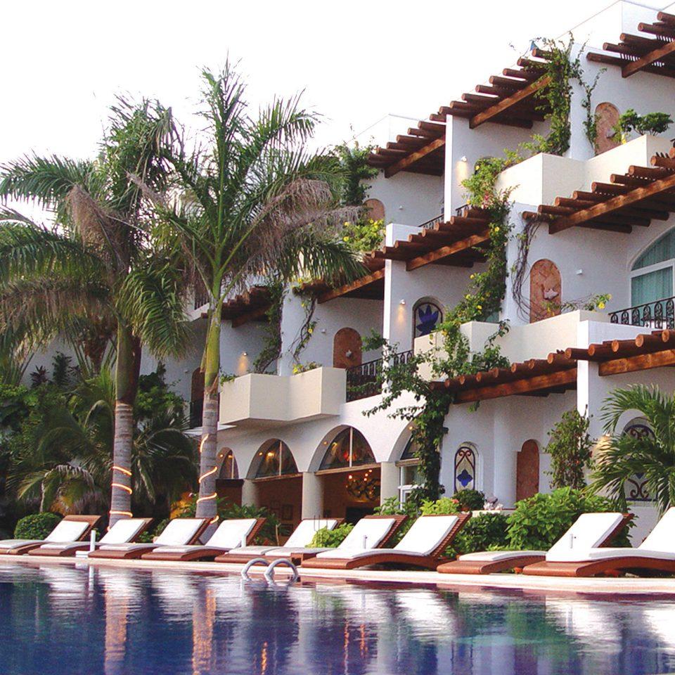 Beachfront Exterior Lounge Luxury Pool Waterfront building property Resort house Villa hacienda swimming pool home condominium Village mansion palace swimming