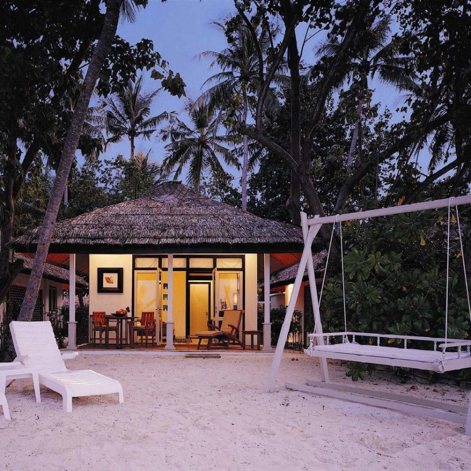 Beachfront Hip Lounge Luxury Modern tree ground house home backyard cottage Resort