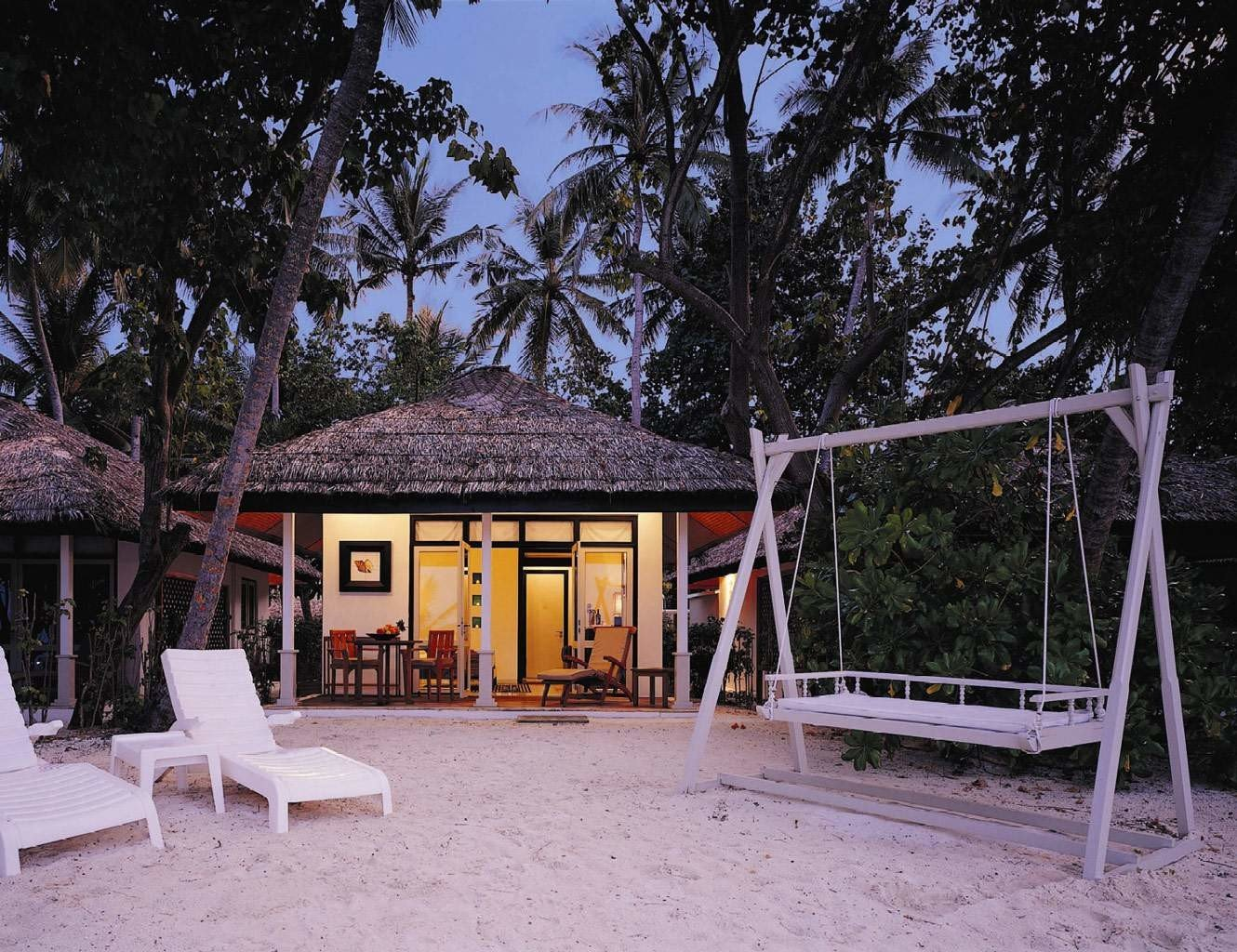 Beachfront Hip Lounge Luxury Modern tree ground house home backyard cottage Resort