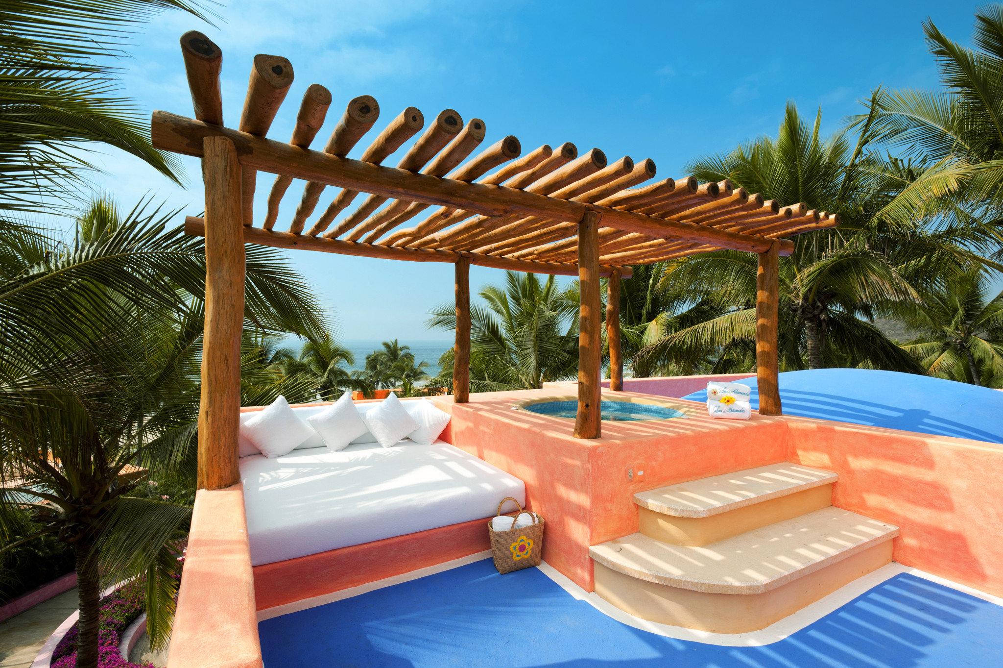 Beachfront Hot tub Hot tub/Jacuzzi Hotels Luxury Romance tree swimming pool property leisure Resort Villa eco hotel outdoor structure hacienda caribbean