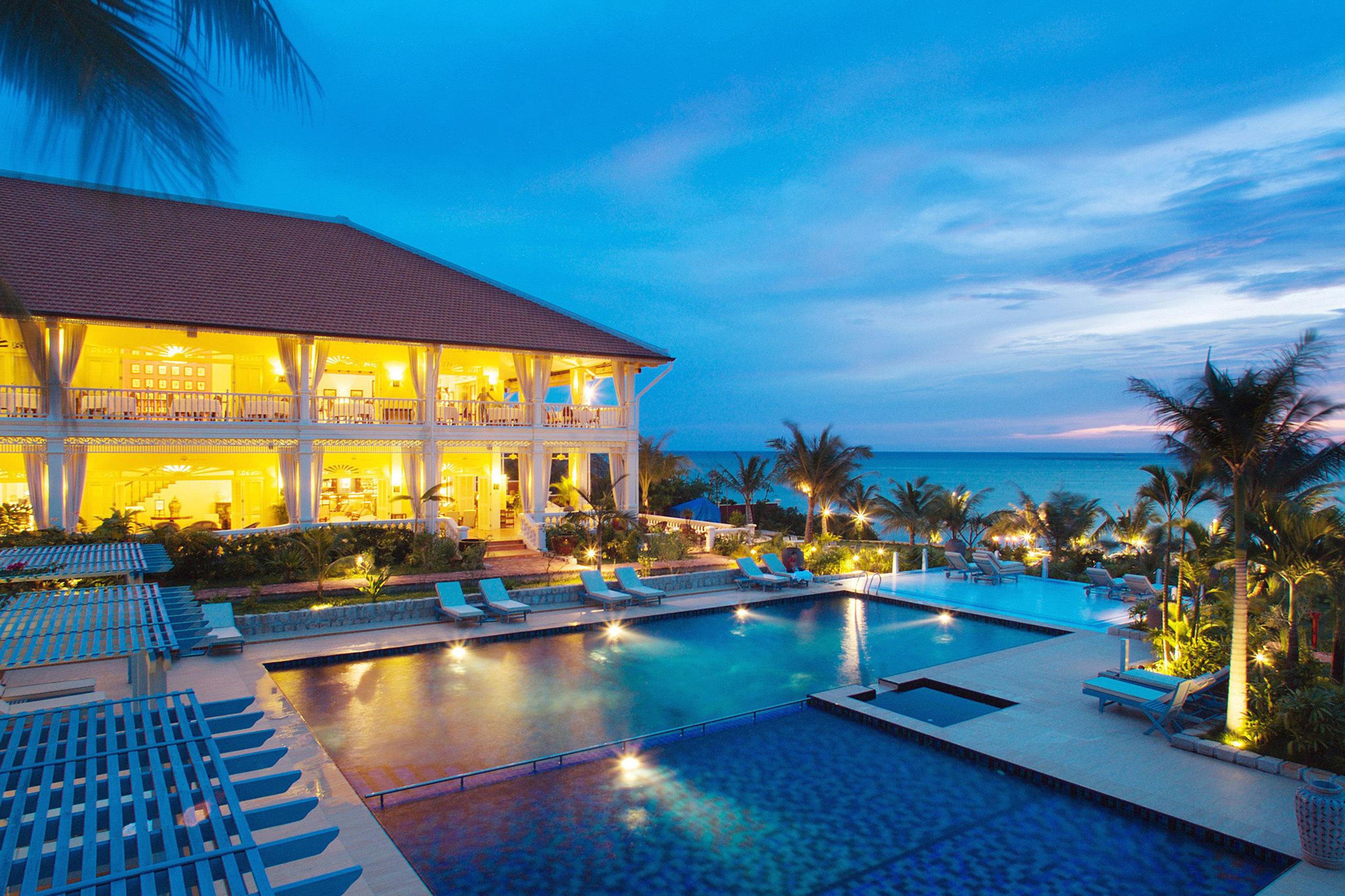 Beachfront Island Patio Pool Resort Romantic Waterfront sky swimming pool property leisure resort town Villa caribbean lined
