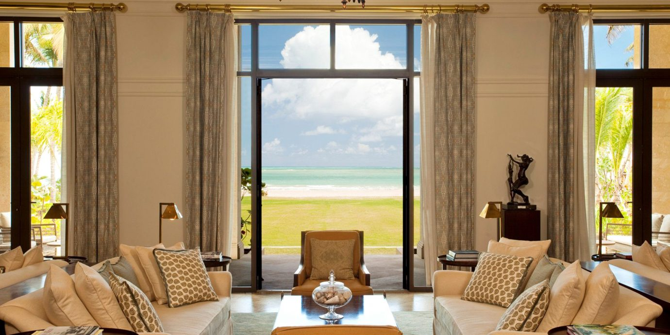 Beachfront Lounge Luxury Resort Scenic views living room property home condominium Suite Villa mansion cottage