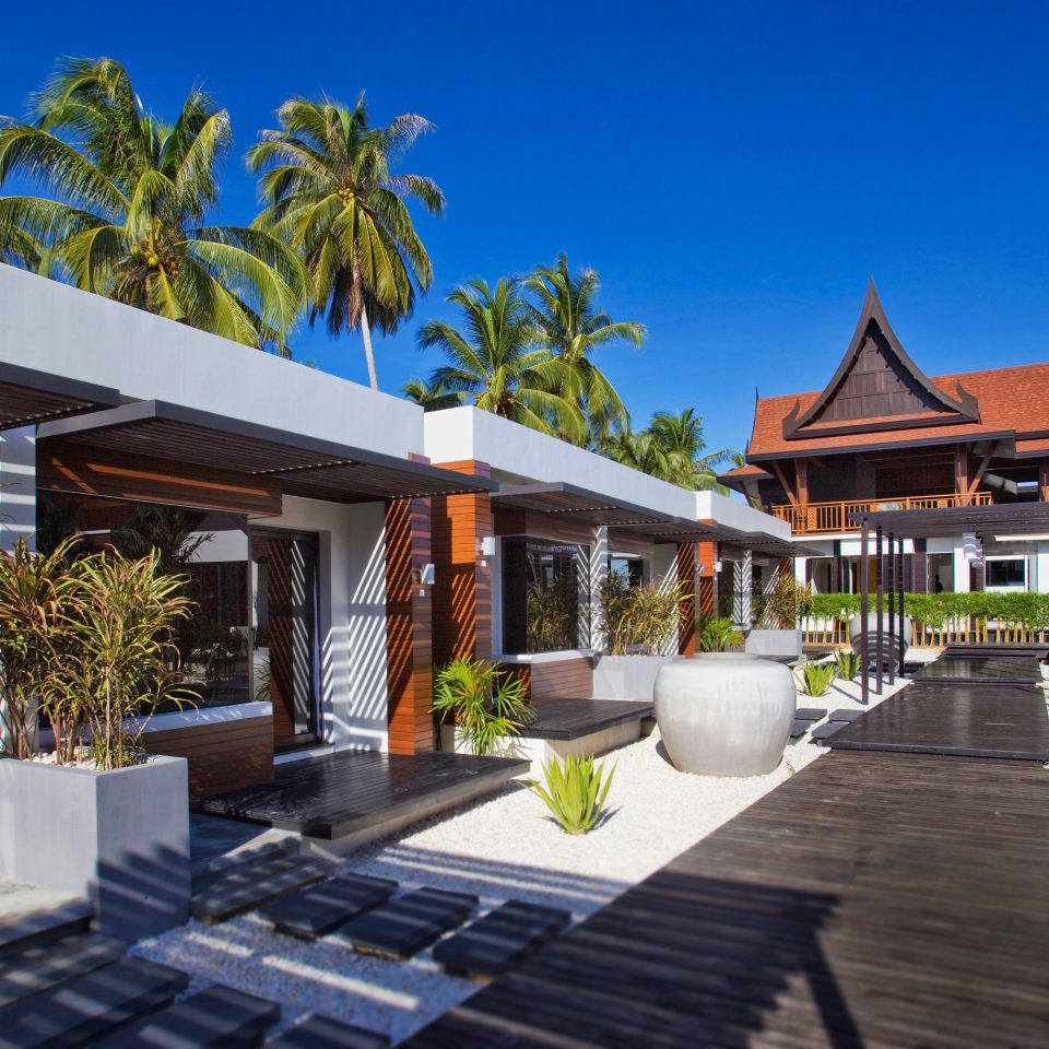 Beachfront Lounge tree sky property Resort home Villa condominium mansion cottage