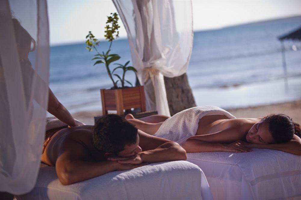 Beachfront Resort Spa Wellness leg Romance interaction