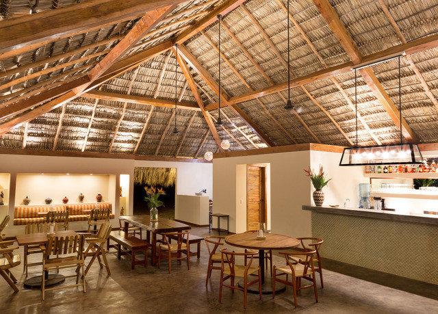 building restaurant roof beam daylighting