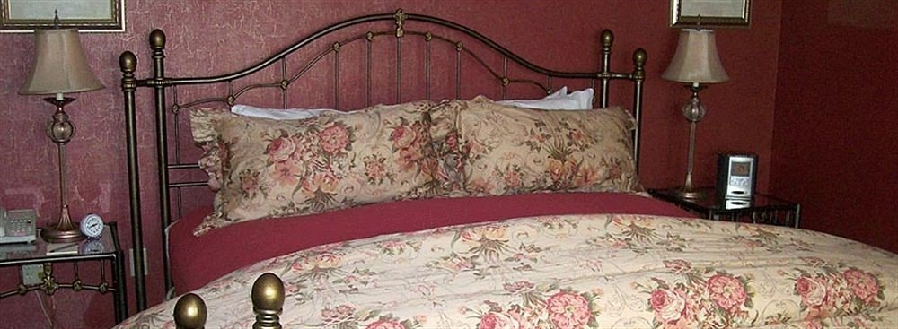 chair Bedroom red bed sheet cottage lamp four poster bed frame textile duvet cover