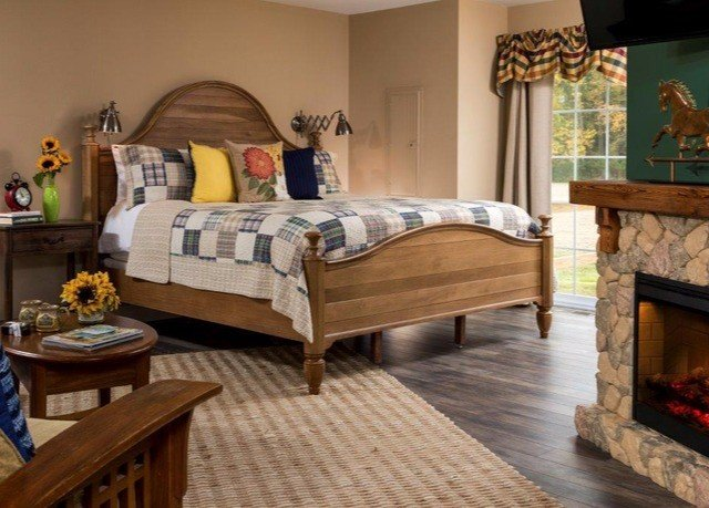 property Bedroom hardwood living room bed frame cottage wood flooring bed sheet flooring laminate flooring stone