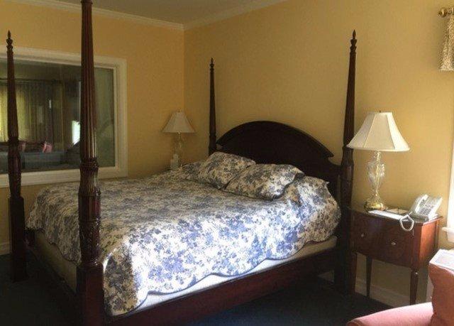 property Bedroom cottage lamp bed frame