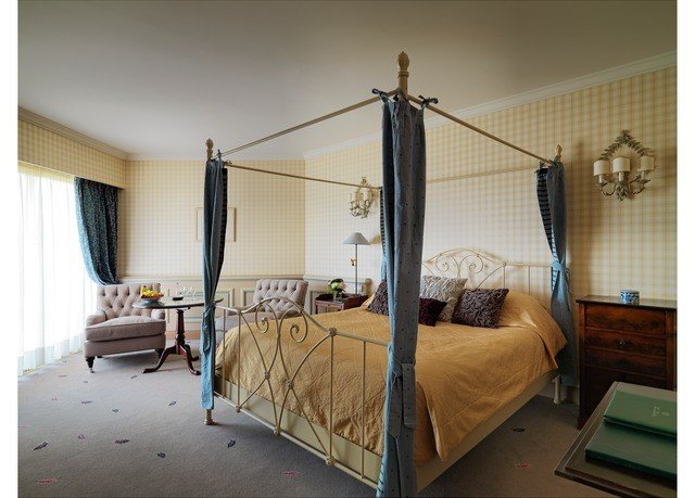 property bed frame Bedroom cottage