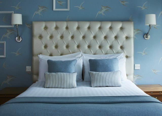 blue Bedroom bed sheet living room wallpaper pillow textile sofa