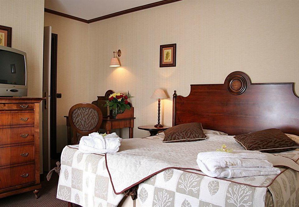 Bedroom property home cottage hardwood living room bed sheet