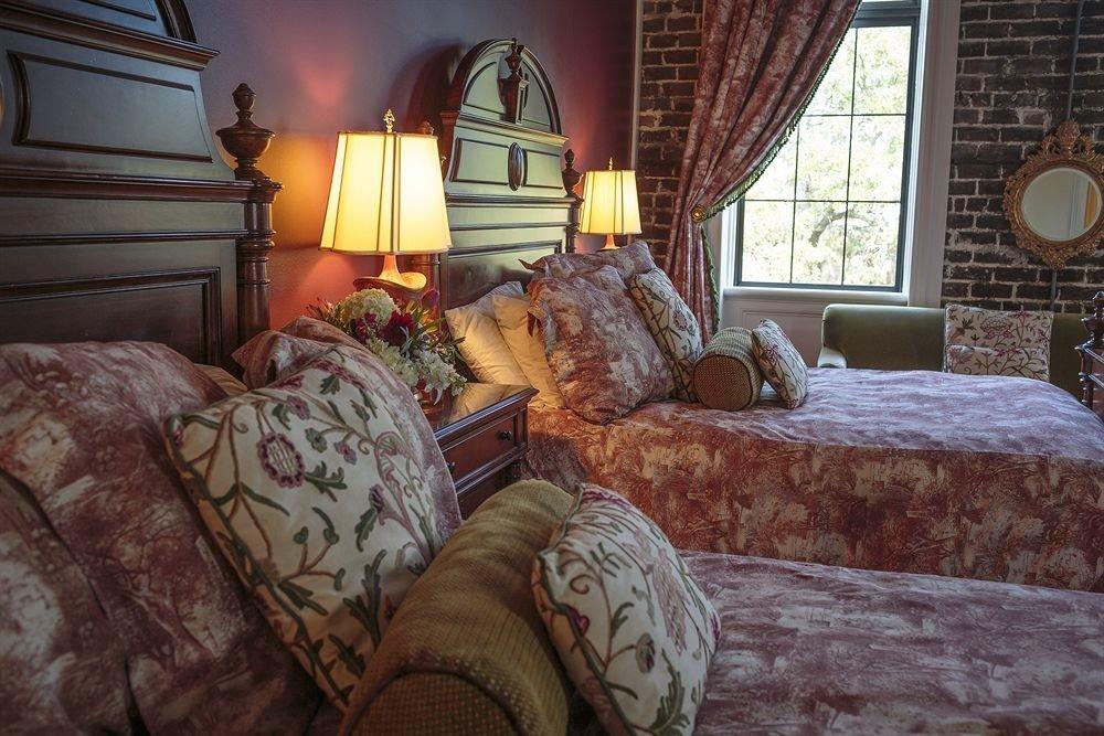 sofa property living room home Bedroom cottage screenshot bed sheet mansion