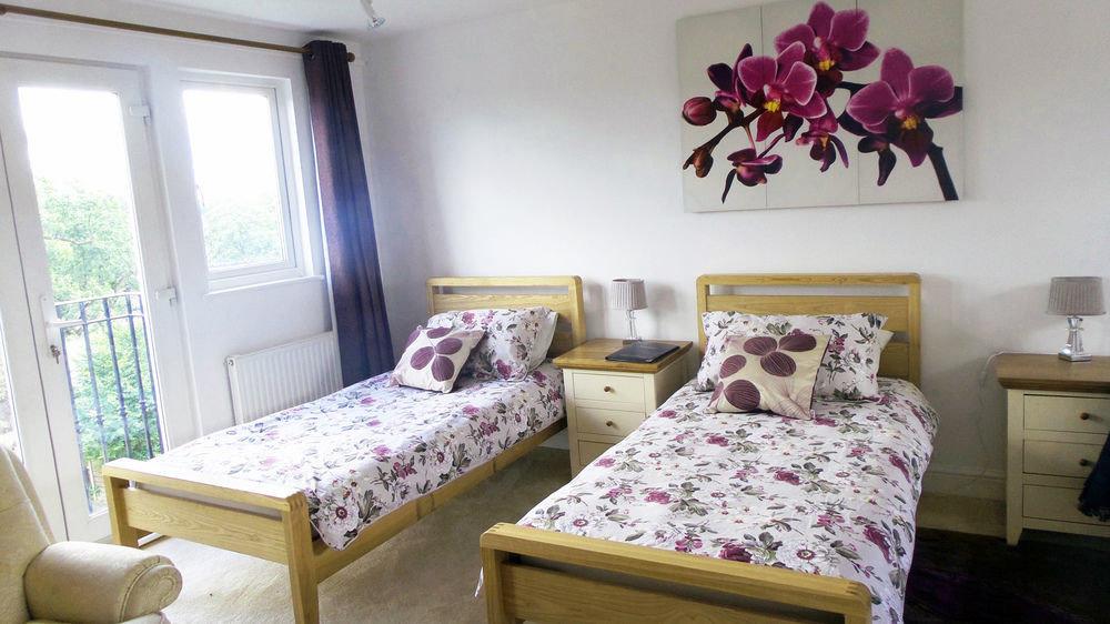 property Bedroom cottage home living room bed sheet