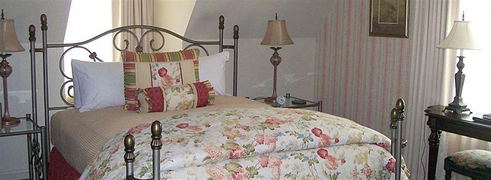 property Bedroom cottage bed sheet lamp