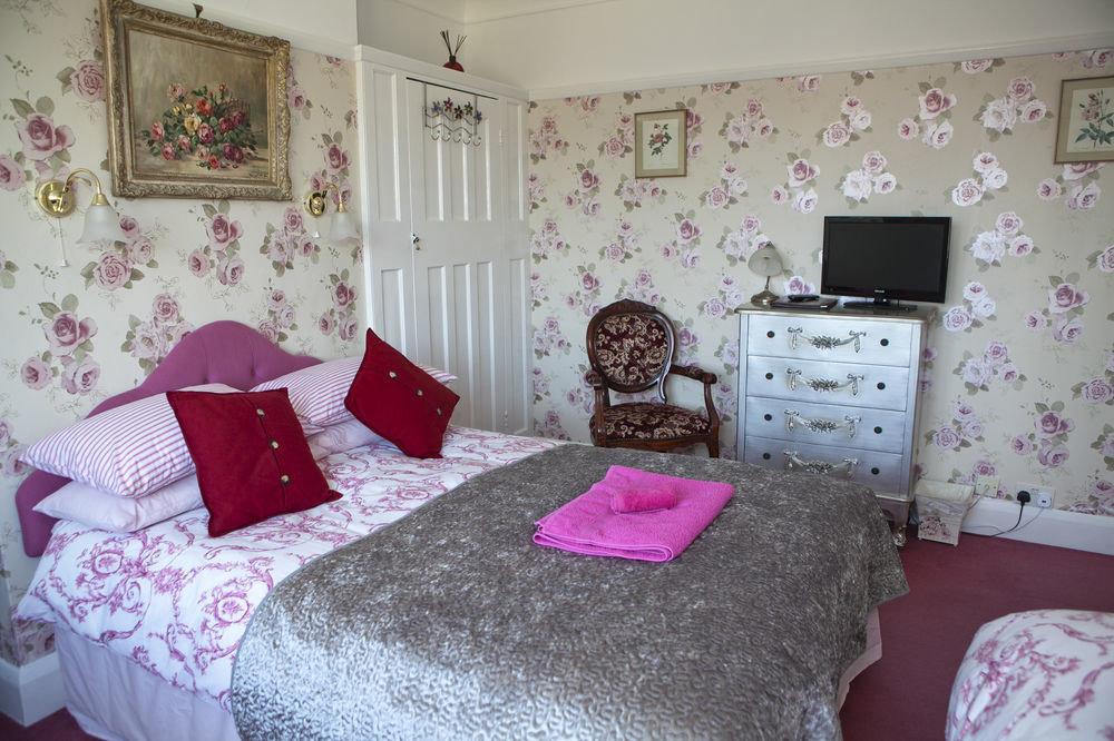 pink Bedroom property pillow cottage bed sheet purple living room
