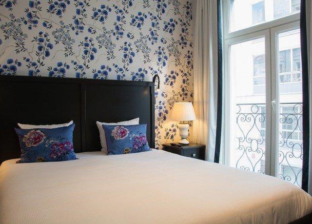 Bedroom property bed sheet living room cottage textile