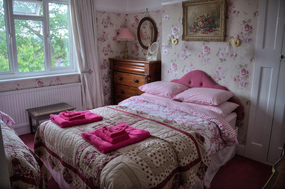 pink Bedroom property cottage bed sheet messy