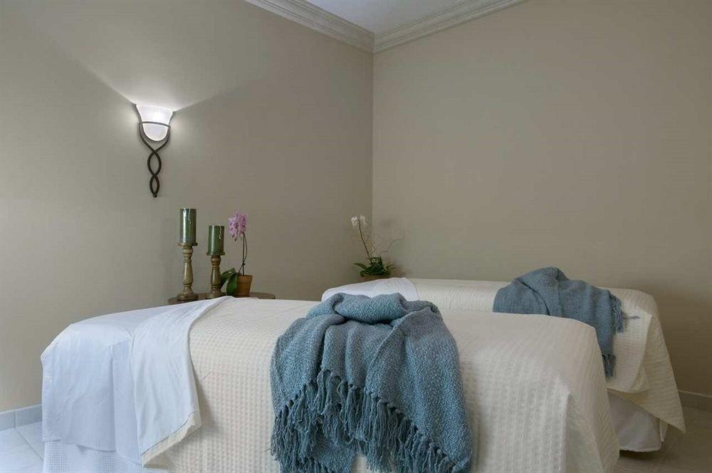 property Bedroom cottage green blanket pillow lamp
