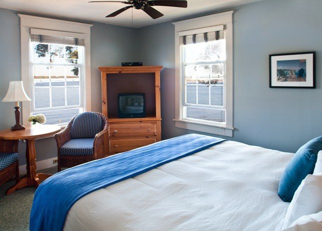 Bedroom property home living room cottage blue