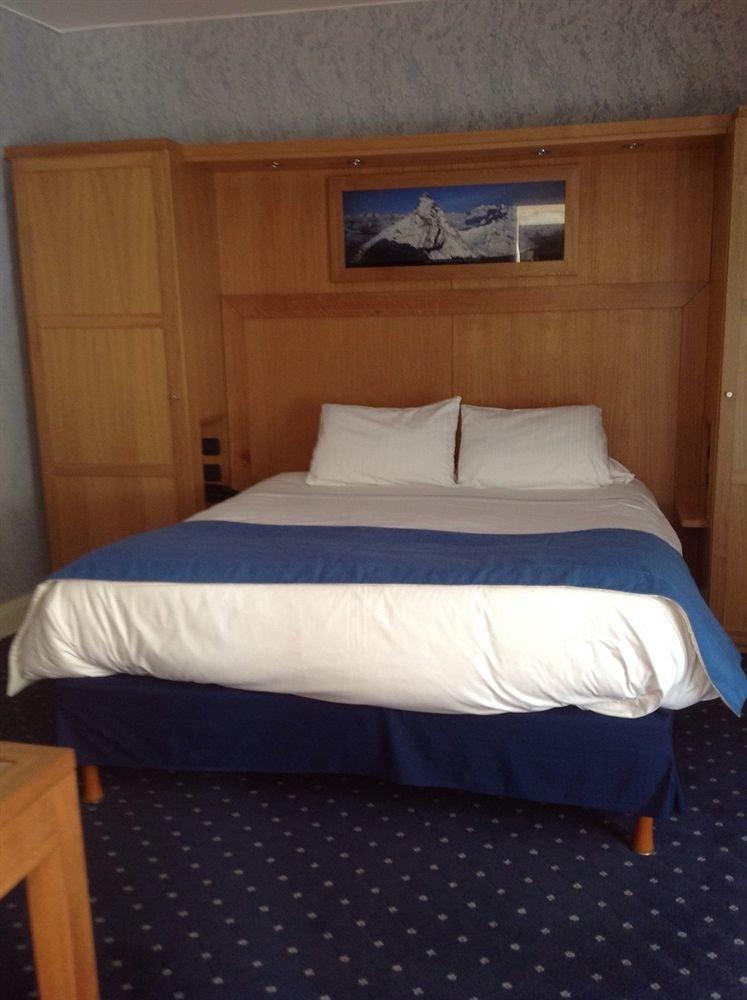 property Bedroom passenger ship vehicle yacht Boat ship cottage watercraft Cabin bed frame Suite