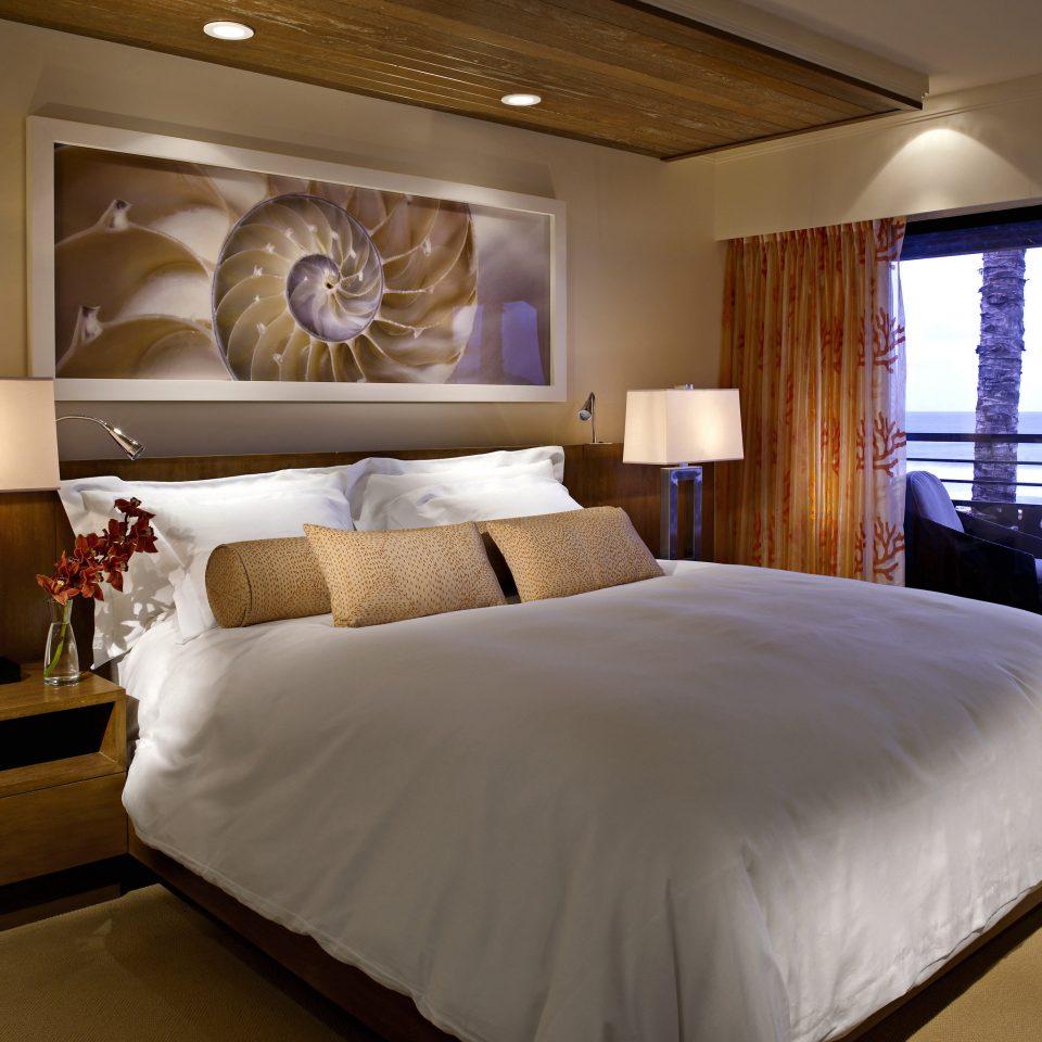 Bedroom Honeymoon Island Luxury Resort Romance Romantic passenger ship yacht Boat vehicle Suite pillow ship luxury yacht night