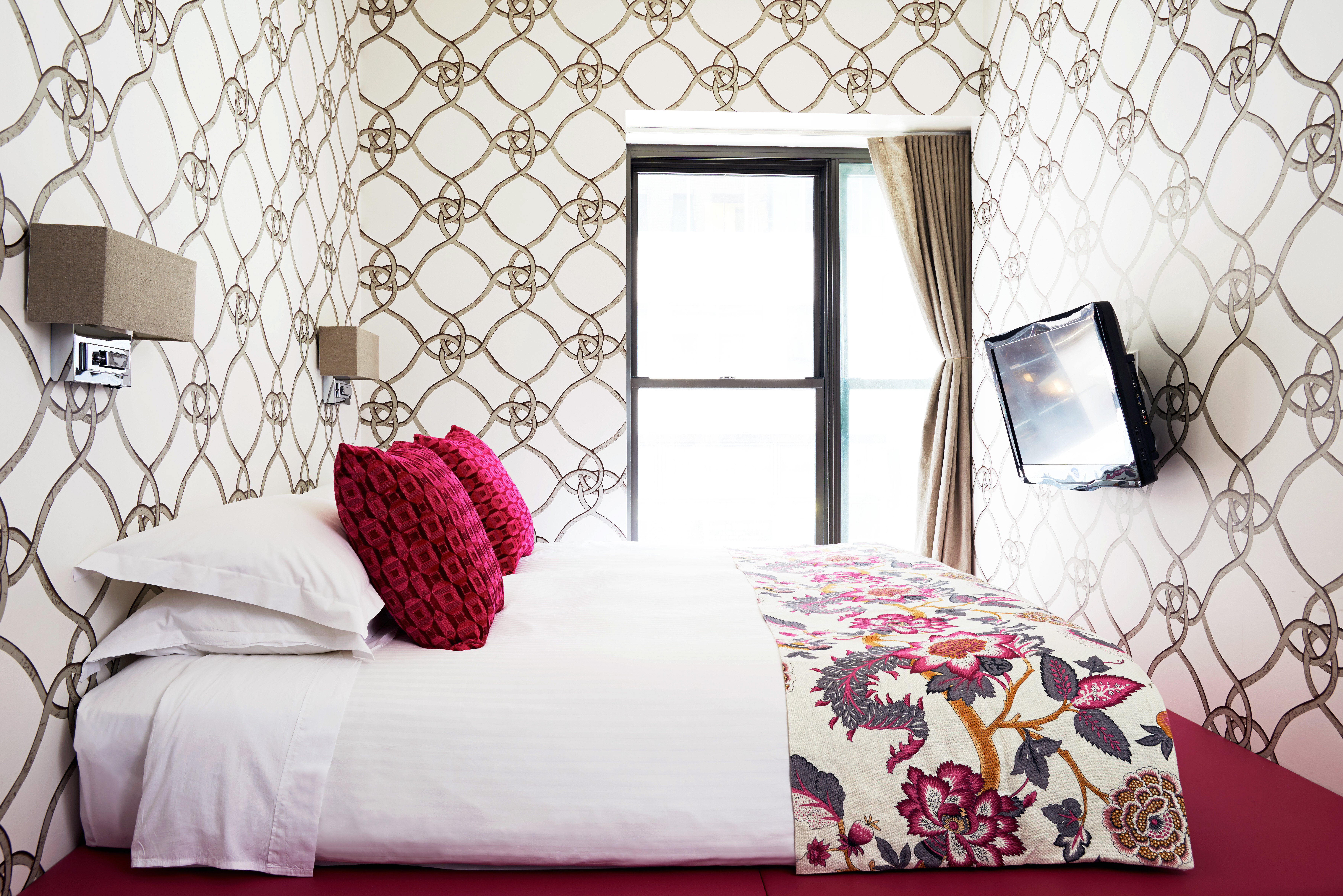 Bedroom Boutique Budget City Hip Modern Suite living room bed sheet textile wallpaper flooring lamp