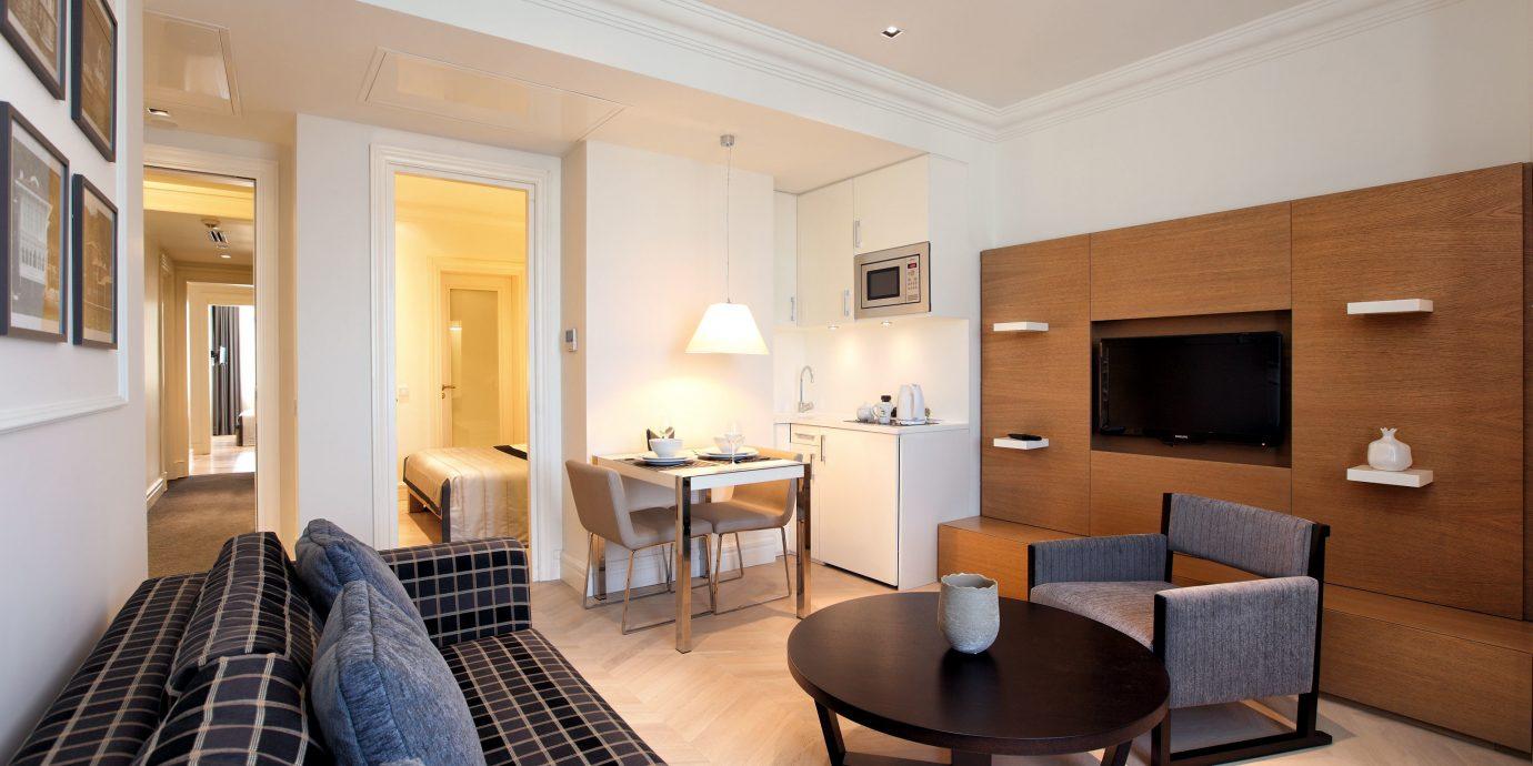 Boutique Budget City Classic Lounge Suite property living room condominium home cottage Bedroom