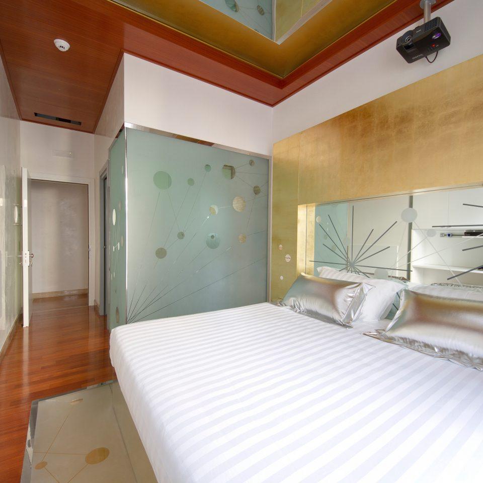 Bedroom Boutique Budget City property Suite cottage