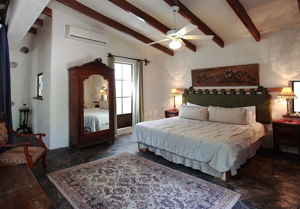Bedroom Boutique Budget Classic Family Suite Town property building Villa cottage mansion farmhouse living room