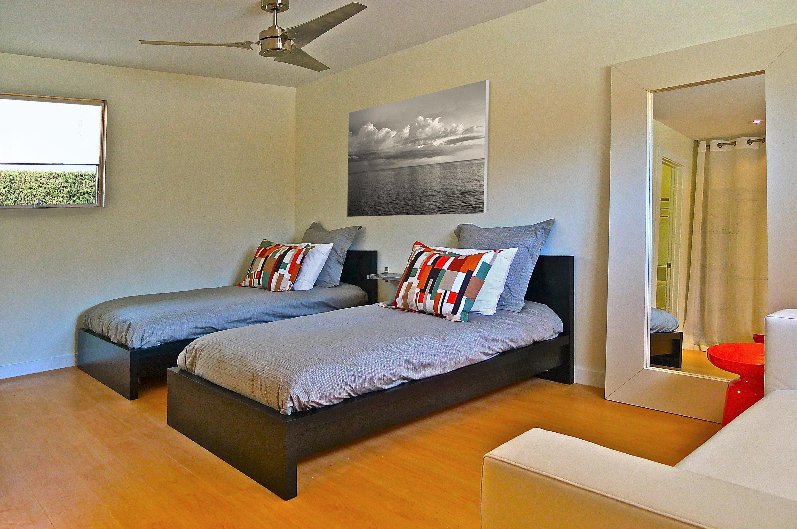 Bedroom Boutique Budget Hip Suite property cottage condominium Villa living room