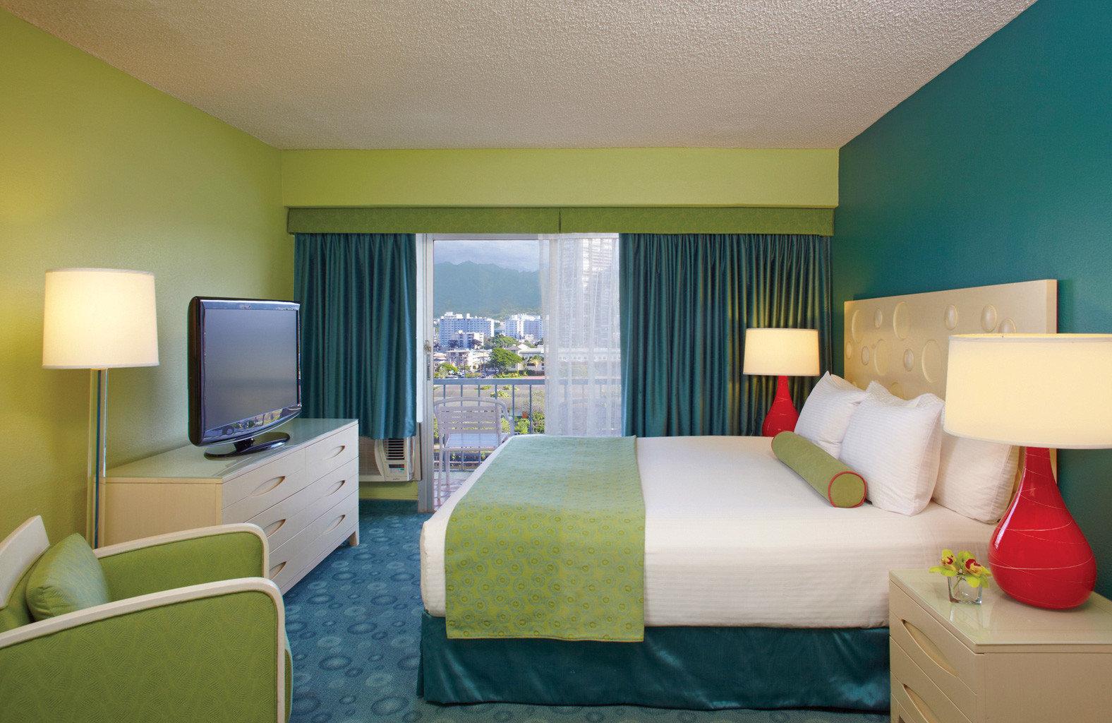 Bedroom Boutique Budget sofa property Suite green condominium living room yellow lamp