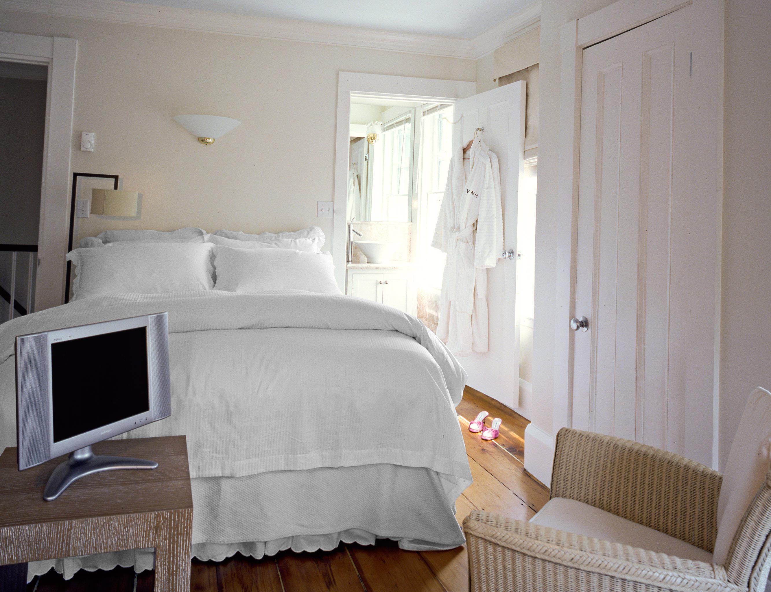 Bedroom Boutique Budget sofa property cottage home Suite
