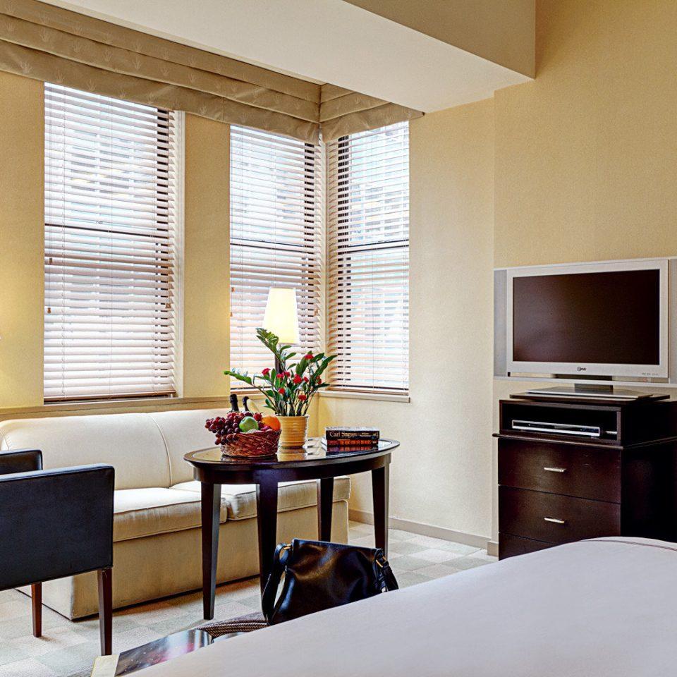Bedroom Boutique Business City Modern property home living room Suite condominium hardwood cottage window treatment