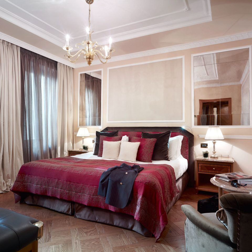 Bedroom Boutique City Classic Elegant Hotels property red Suite living room home cottage